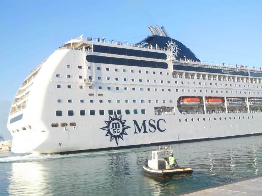 Ormeggio nave crociera MSC a Trapani